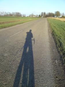 Lage zon, lange schaduw