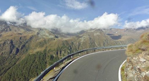De prachtige Gavia langs de rand van de berg, met imposante vergezichten.