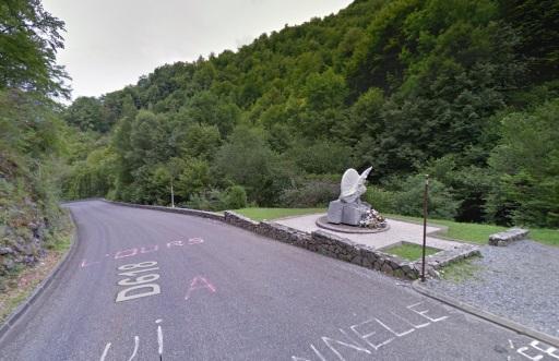 Het monument van Fabio Casartelli. Hij verongelukte tijdens de Tour van 1995 in de afdaling van de Col de Portet d'Aspet.