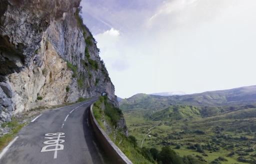 De beroemde cliff road van de Aubisque: Cirque de Litor.