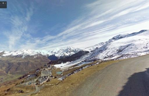 Net onder de top van de Col d'Azet fraai uitzicht op Val Louron.