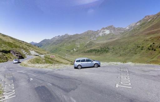 Streetview 2008: Oude route van de Tourmalet (rechtdoor) is nu La Voie Laurent Fignon.