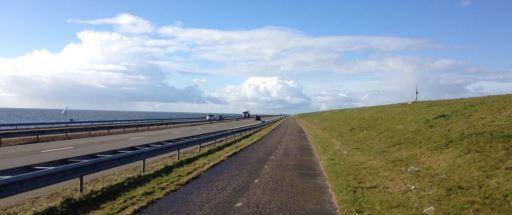 Trainen op de Afsluitdijk.